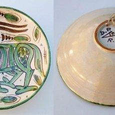 Antigüedades: PLATO CERÁMICA TERUEL FIRMADO D.P. DOMINGO PUNTER - AÑOS 60. Lote 111902883