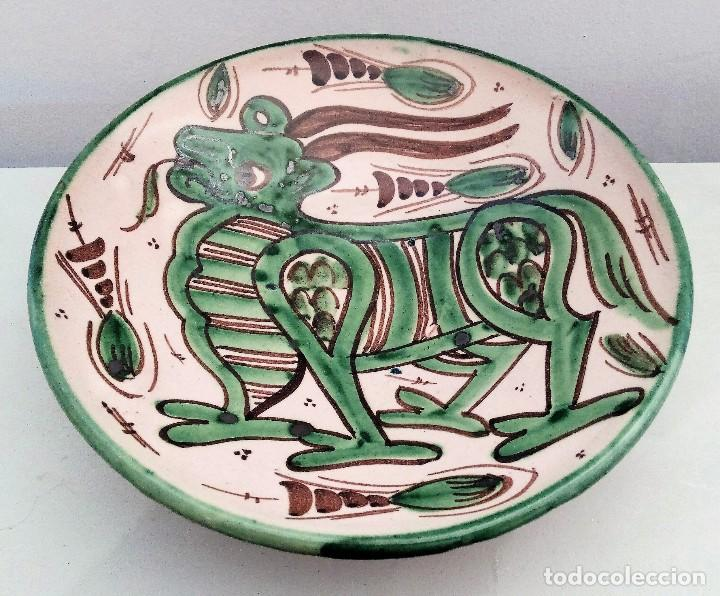 Antigüedades: PLATO CERÁMICA TERUEL FIRMADO D.P. DOMINGO PUNTER - AÑOS 60 - Foto 3 - 111902883