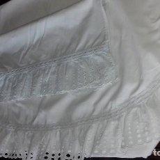 Antigüedades: ANTIGUA SABANA CON FUNDA PARA CUNA, CON TIRA BORDADA.. Lote 111904783