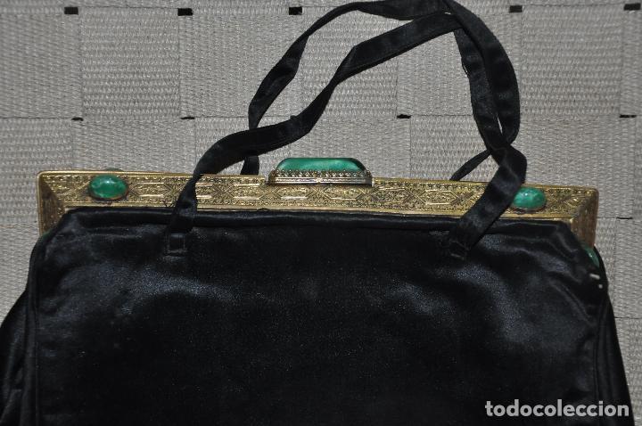 Antigüedades: BOLSO MONEDERO DE MANO DEL S. XIX CON CABUCHONES Y METAL DORADO - Foto 8 - 111916511