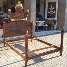 Antigüedades: CAMA DE MATRIMONIO. ESTILO IMPERIO. MADERA DE NOGAL. ESPAÑA. CIRCA 1820.. Lote 111962895