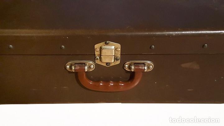 Antigüedades: Antigua maleta , cantoneras de cuero, cierres metálicos, sin llave, preciosa! - Foto 3 - 111966935