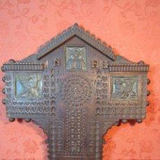 Antigüedades: CRUZ TALLADA Y FIRMADA J.GIRONELLA. Lote 111967239