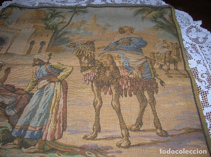 Antigüedades: Muy bonito tapiz antiguo. - Foto 2 - 111983607