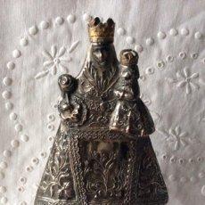 Antigüedades: VIRGEN DE LA ROSA ANTIGUA FIGURA DE COBRE CON BAÑO DE PLATA . Lote 111983803