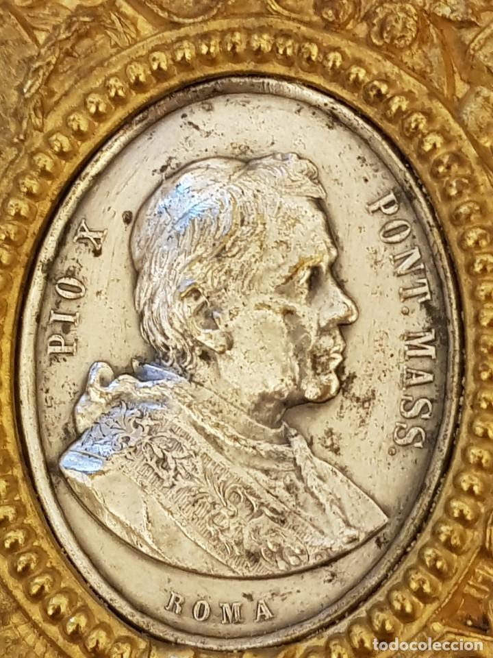 Antigüedades: Medalla de plata con marco de latón. Papa Pío X (1903-1914) - Foto 2 - 112023515