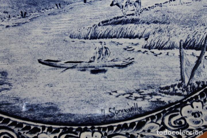 Antigüedades: GRAN PLATO EN CERÁMICA DELFT FIRMADO J. SONNEVILLE - MEDIADOS SIGLO XX - 39.5 CM. DE DIÁMETRO - Foto 4 - 112062447