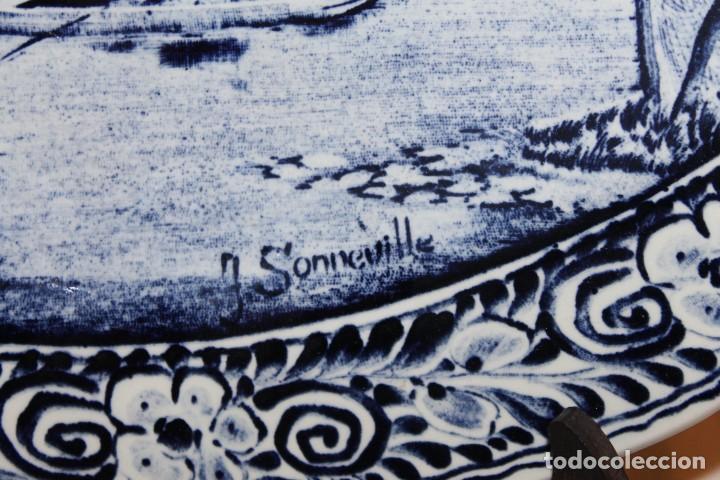 Antigüedades: GRAN PLATO EN CERÁMICA DELFT FIRMADO J. SONNEVILLE - MEDIADOS SIGLO XX - 39.5 CM. DE DIÁMETRO - Foto 5 - 112062447