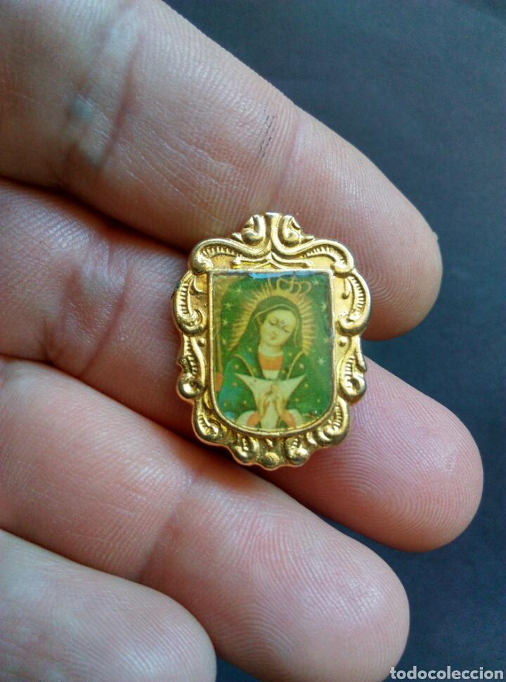 INSIGNIA NO PIN DE AGUJA VIRGEN (Antigüedades - Religiosas - Varios)