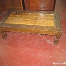 Antigüedades: MESA DE CENTRO BAJA 35 CM. MADERA Y MÁRMOL MARRÓN 82 X 33 CM. - MEDIDA TOTAL 103 X 54 CM.. Lote 112130367