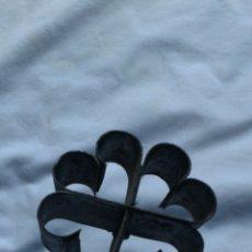 Antigüedades: ANTIGUO MOLDE PARA HACER FLORES FRITAS. Lote 112161611