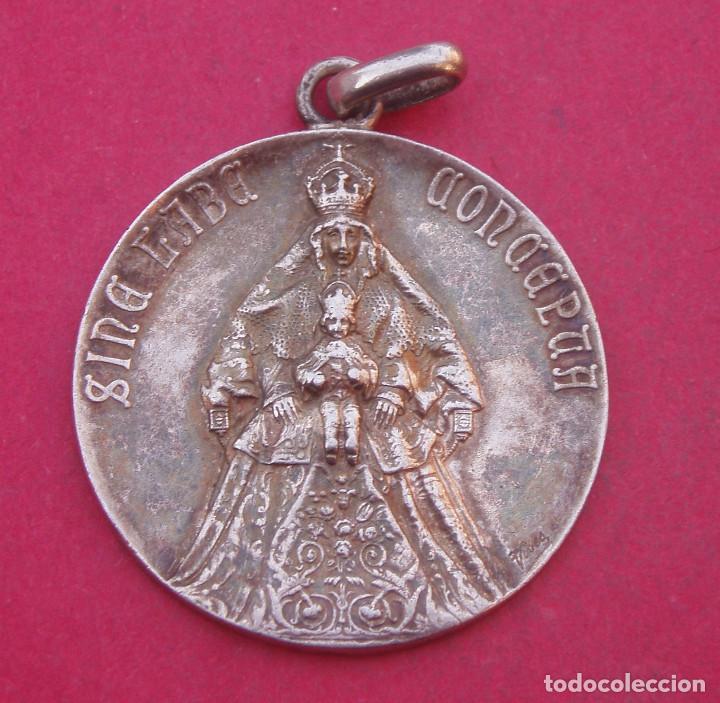 DIFÍCIL MEDALLA CORONACIÓN VIRGEN DE LOS REYES. SEVILLA. AÑO 1904 (Antigüedades - Religiosas - Medallas Antiguas)
