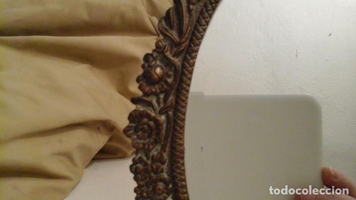 Antigüedades: Espejo de bronce con cristal biselado . Años 50 . - Foto 3 - 112176083