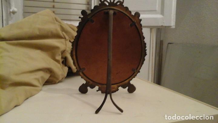 Antigüedades: Espejo de bronce con cristal biselado . Años 50 . - Foto 6 - 112176083