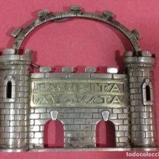 Antigüedades: ESCUDO DE MÉRIDA METALICO. Lote 112215591