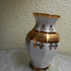 Antigüedades: JARRON PEQUEÑO PORCELANA CASA BOHEMIA S.A. DECORADO ORO. Lote 112225547
