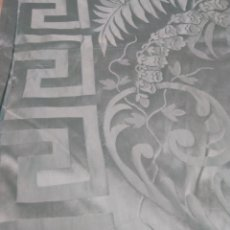 Antigüedades: COLCHA DE SEDA ADAMASCADA SIGLO XIX. Lote 112227486