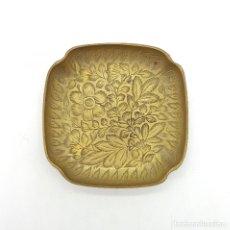 Antigüedades: BELLO VACIABOLSILLOS ANTIGUO EN BRONCE MACIZO CON BELLOS MOTIVOS CINCELADOS A MANO, SELLADO .. Lote 112256759