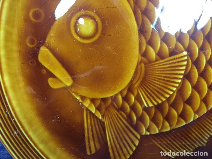 Antigüedades: plato ceramica esmaltada vidriada gil vargas segovia años 60 pez burbujas escamas 24cms - Foto 2 - 112316107