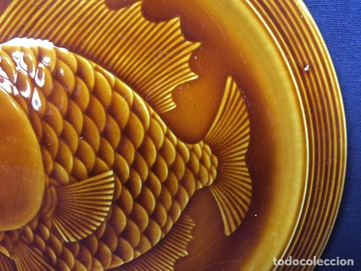 Antigüedades: plato ceramica esmaltada vidriada gil vargas segovia años 60 pez burbujas escamas 24cms - Foto 5 - 112316107