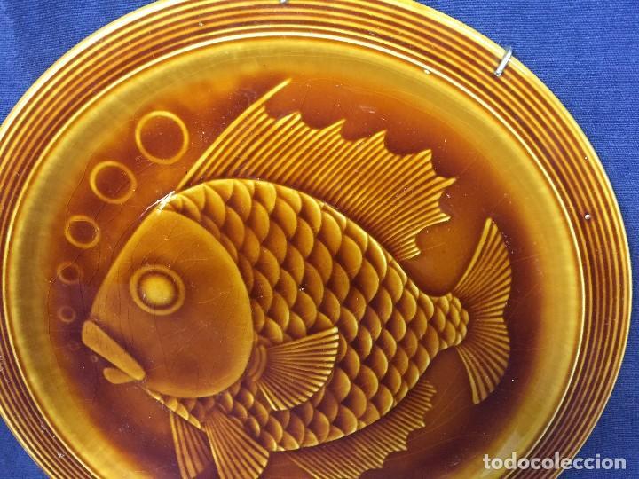 Antigüedades: plato ceramica esmaltada vidriada gil vargas segovia años 60 pez burbujas escamas 24cms - Foto 6 - 112316107