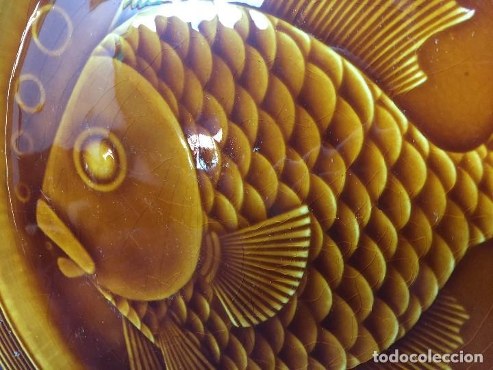 Antigüedades: plato ceramica esmaltada vidriada gil vargas segovia años 60 pez burbujas escamas 24cms - Foto 9 - 112316107
