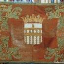 Antigüedades: GRAN REPOSTERO CON ESCUDO DE SEGOVIA. FUNDACION GENERALISIMO. NUEVOS GREMIOS. FIRMADO. Lote 112325363