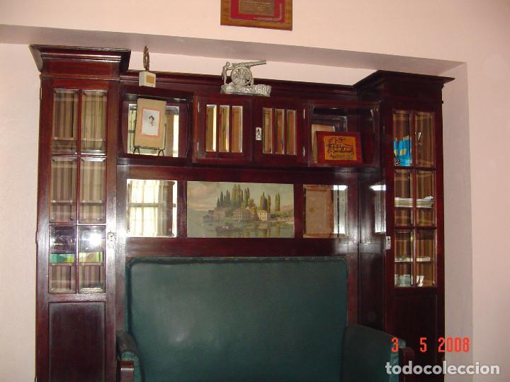 Antigüedades: Despacho clásico de caoba con mesa, sillón, dos vitrinas y cuatro sillas. - Foto 2 - 112328591