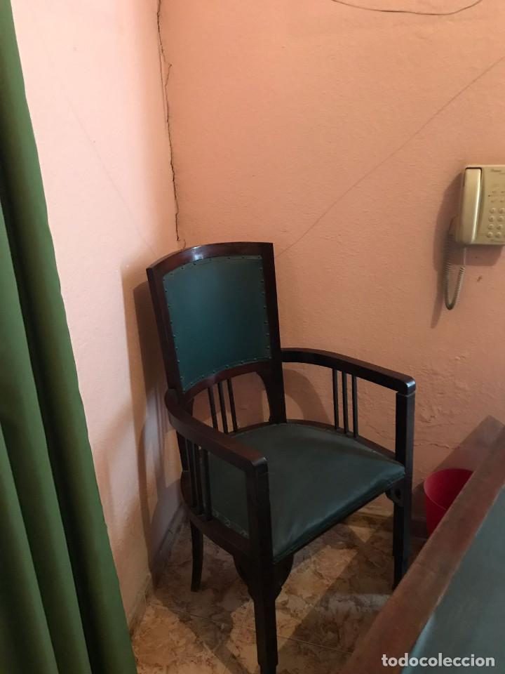 Antigüedades: Despacho clásico de caoba con mesa, sillón, dos vitrinas y cuatro sillas. - Foto 4 - 112328591