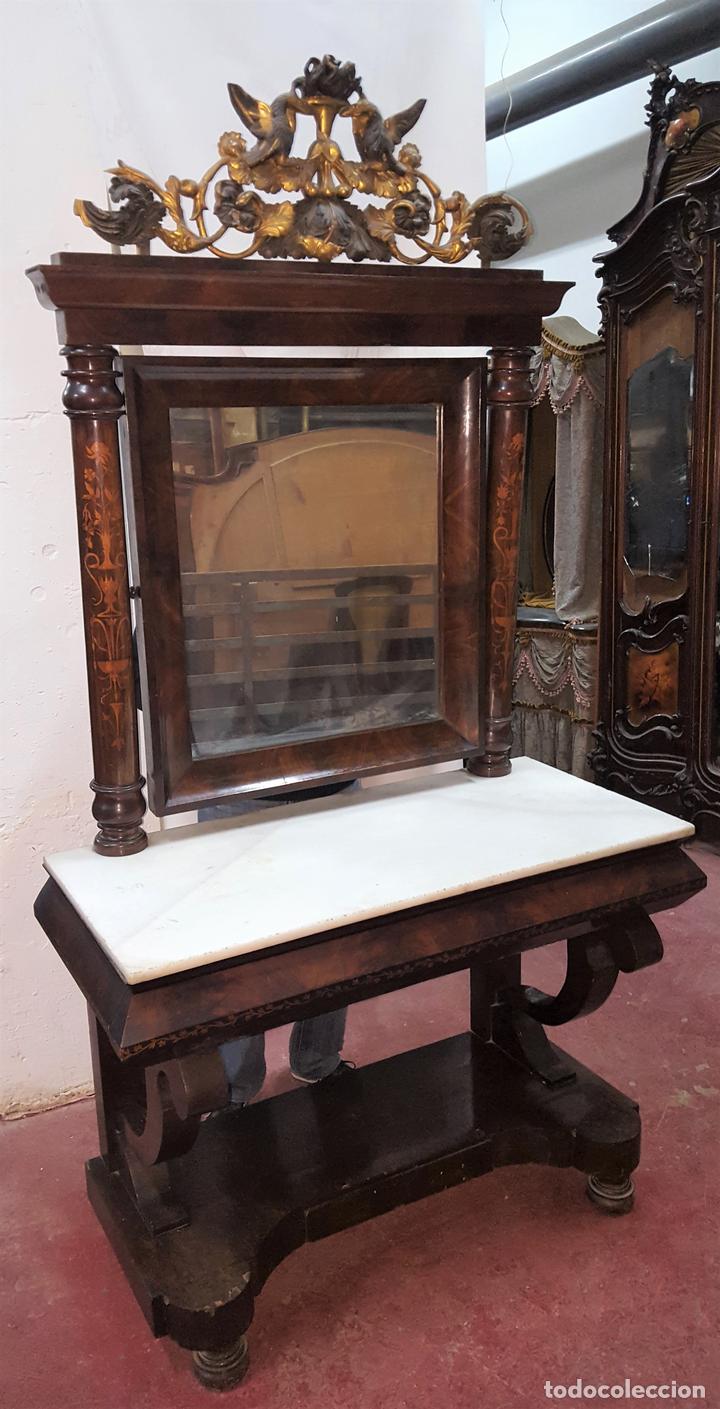 CONJUNTO DE CONSOLA Y ESPEJO ESTILO FERNANDINA. CAOBA CON LIMONCILLO. ESPAÑA. SIGLO XIX. (Antigüedades - Muebles Antiguos - Consolas Antiguas)