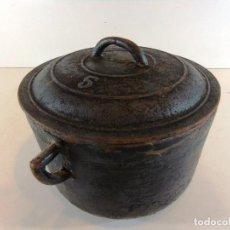 Antigüedades: ANTIGUA OLLA O CAZUELA DE HIERRO MACIZO DEL Nº 5. Lote 112350923