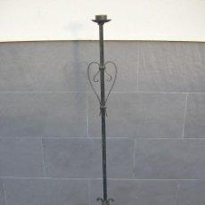 Antigüedades: PIE DE LAMPARA EN HIERRO FORJADO. Lote 112379475