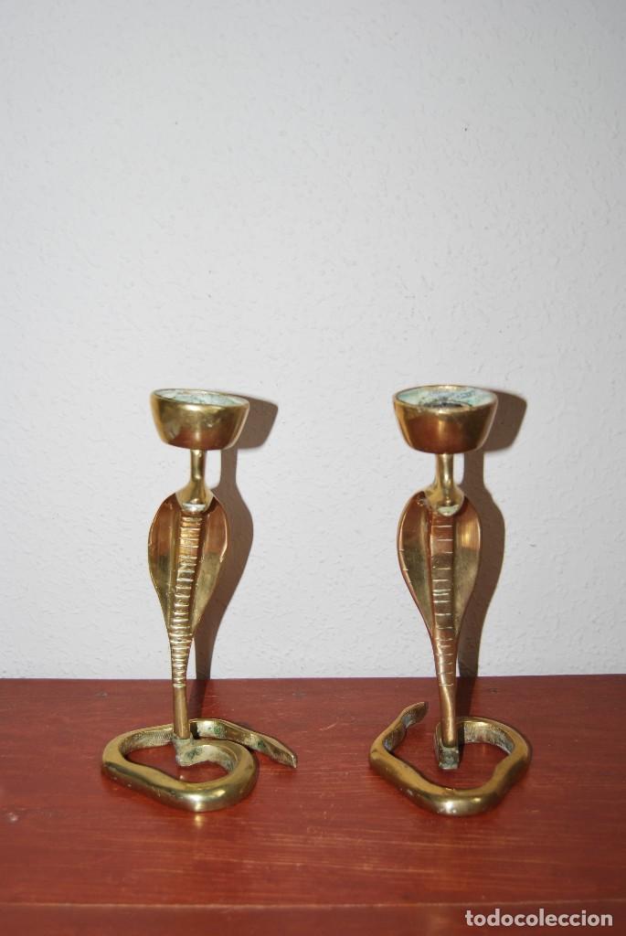 PAREJA DE ANTIGUOS CANDELABROS DE BRONCE CON FORMA DE COBRA - SERPIENTE (Antigüedades - Iluminación - Candelabros Antiguos)