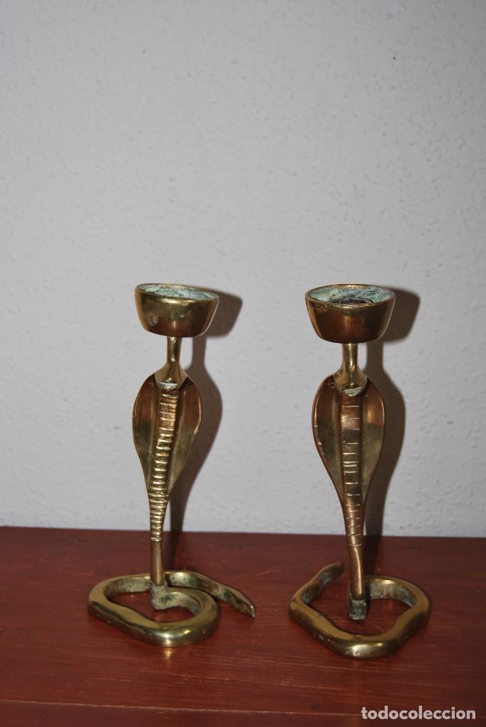 Antigüedades: PAREJA DE ANTIGUOS CANDELABROS DE BRONCE CON FORMA DE COBRA - SERPIENTE - Foto 9 - 112380011