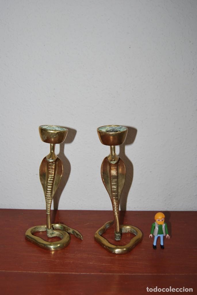 Antigüedades: PAREJA DE ANTIGUOS CANDELABROS DE BRONCE CON FORMA DE COBRA - SERPIENTE - Foto 10 - 112380011