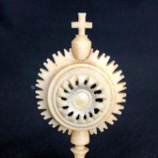 Antigüedades: RELICARIO DE CAPILLA TALLADO EN HUESO. Lote 112425419