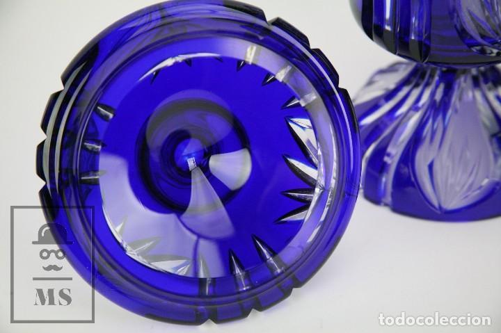 Antigüedades: Bombonera de Cristal de Bohemia Tallado y Tintado en Azul Cobalto - Años 60-70 - Altura 28 cm - Foto 5 - 112429999