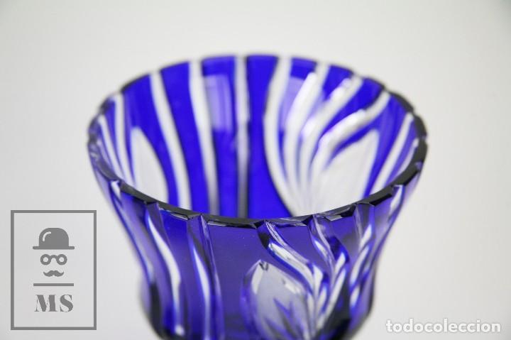Antigüedades: Bombonera de Cristal de Bohemia Tallado y Tintado en Azul Cobalto - Años 60-70 - Altura 28 cm - Foto 6 - 112429999