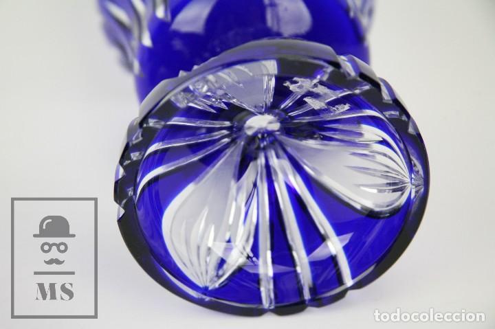 Antigüedades: Bombonera de Cristal de Bohemia Tallado y Tintado en Azul Cobalto - Años 60-70 - Altura 28 cm - Foto 7 - 112429999