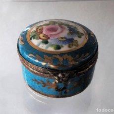 Antigüedades: CAJITA DE PORCELANA FRANCESA ANTIGUA. Lote 112436371