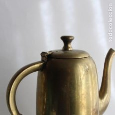 Antigüedades: GRAN TETERA CAFETERA DE ALPACA PLATEADA DORADA DE BARCO 18 CM ART DECO. Lote 112439907