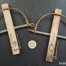 Antigüedades: 2 ANTIGUAS TRAMPAS CEPOS PARA PÁJAROS. AÑOS 70. ZONA CÁDIZ. Lote 112440571