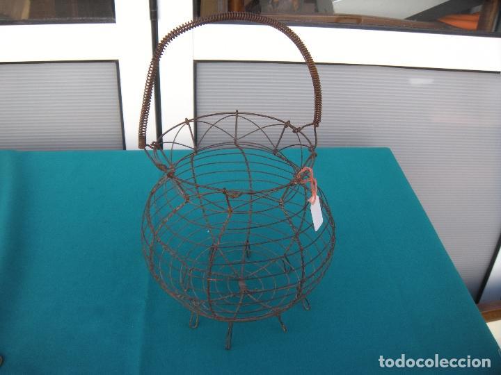 Antigüedades: ANTIGUA HUEVERA DE ALAMBRE - Foto 5 - 112445219
