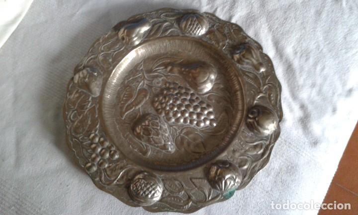 PLATO ANTIGUO DE ALPACA (Antigüedades - Hogar y Decoración - Platos Antiguos)