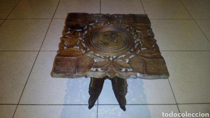 BONITA MESA DE MADERA TALLADA.DESMONTABLE (Antigüedades - Muebles Antiguos - Veladores Antiguos)