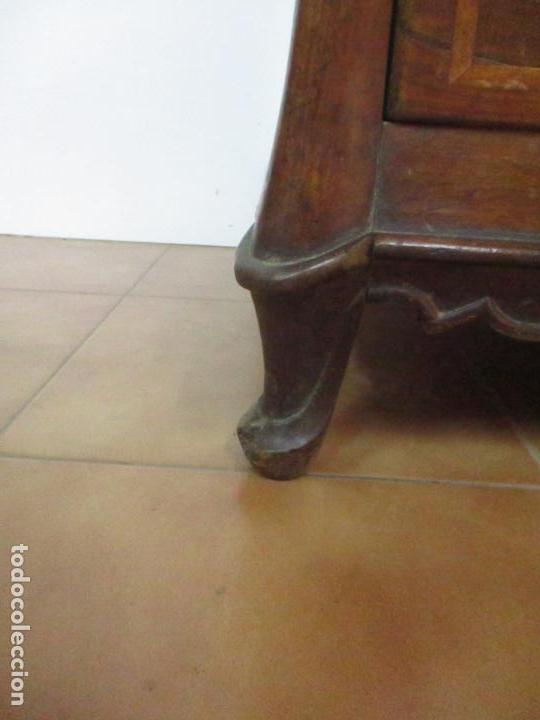 Antigüedades: Antigua Cómoda Catalana - Barroca - Bombeada - Madera Nogal - Marquetería - S. XVIII - Foto 9 - 112483855