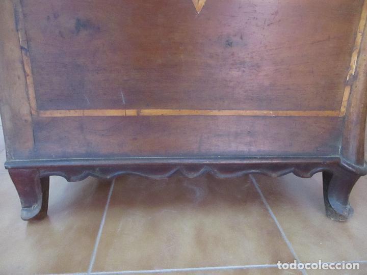 Antigüedades: Antigua Cómoda Catalana - Barroca - Bombeada - Madera Nogal - Marquetería - S. XVIII - Foto 21 - 112483855