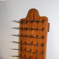 Antigüedades: TABLA DE CLAVOS. Lote 112537419