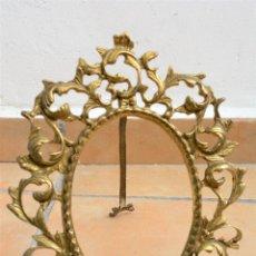 Antigüedades: ANTIGUO MARCO PORTAFOTOS EN BRONCE - BONITO LABRADO VEGETAL. Lote 112537531