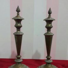 Antigüedades: ANTIGUOS CANDELABROS DE IGLESIA ALTAR. Lote 112546852
